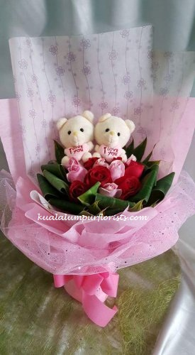 KLHB7389 (Mixed roses & bears)