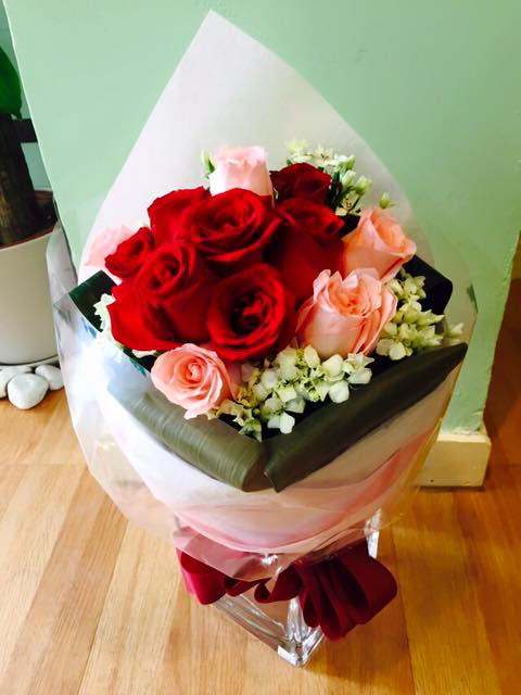 KLHB7392 (Mixed red & pink roses)