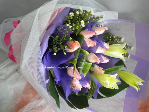 KLHB7468 (Lilies & pink roses)