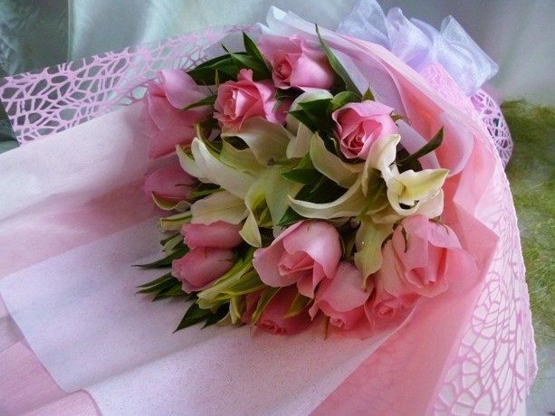 VVKL293 (Pink roses & lilies)