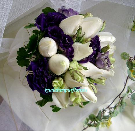 KLWW101 (White roses & eustomas)